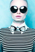Sexy fashion woman with sunglasses — Stock Photo