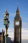 Slavný big ben v večer s bridge, londýn, anglie — Stock fotografie