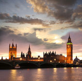 Famous Big Ben in the evening with bridge, London, England — Photo