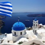 圣托里尼岛与国旗的希腊,fira 资本镇 — 图库照片