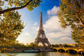 Eiffel Tower with boat on Seine in Paris, France — 图库照片