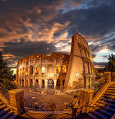 Colosseum during evening time in Rome, Italy — Fotografia Stock