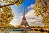 Torre eiffel durante o tempo de primavera em paris, frança — Fotografia Stock