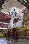 Reclining buddha in Chaukhtatgyi Paya. Yangon. Myanmar. — Stock Photo