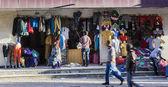 Loja de roupas em merkato mercado. adis-abeba. etiópia. — Foto Stock