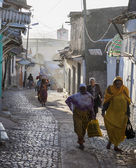 HARAR, ETHIOPIA - DECEMBER 23, 2013: Unidentified people of ancient walled city of Jugol in their  early morning routine activities that almost unchanged in more than four hundred years. — Stock Photo