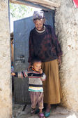 HARAR, ETHIOPIA - DECEMBER 24, 2013: Unidentified grandmother wi — Stock Photo
