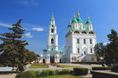 View of the Cathedral bell-tower with Prechistenskaya the gate and the assumption Cathedral in Astrakhan — Stock Photo