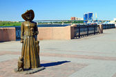 Sculptural composition of the lady with the dog. Astrakhan, Russia — Stock Photo