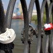Foto Stock: Locks restrained to fence on embankment of Astrakhan