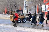 снегоуборочная оборудование переехал перехода пешие прогулки — Стоковое фото