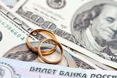 Wedding rings lie on money — Stock Photo