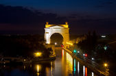 First Gateway of the Volgodonsk navigable channel. Night illumination and illumination of the building — Foto Stock