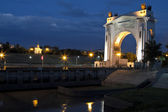 First Gateway of the Volgodonsk navigable channel. Night illumination and illumination of the building — Foto de Stock