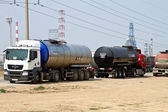 Tank trucks are waiting to fill bitumen near the refinery — Stock Photo