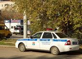 一辆警车巡逻在城市街道上袭击之后,10 月 21 日 — 图库照片