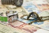 Modern and old hole watch lie on the new banknotes — Foto de Stock