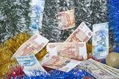 圣诞金属丝和卢布的钞票. — 图库照片