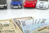 Buying a new car for cash — Stock Photo