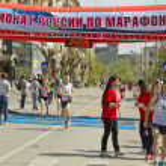 Постер, плакат: Sportsmens run through the finish line