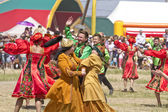 Men and women in national costumes dance traditional folk dances — Stock Photo