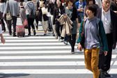 Tourists and business people crossing the street — ストック写真