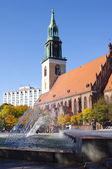 St. Mary's Church and fountain in Berlin — ストック写真
