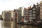 Domy průplav amsterdam — Stock fotografie