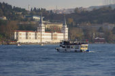 Boat near the Kuleli military high school, Istanbul — Stock Photo