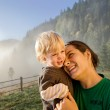 Parent with child in travel — Stock Photo