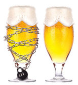 Alcoholism concept - beer locked on a chain — Foto de Stock
