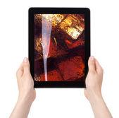Färska cola med is på en diital tablet pc-skärmen — Stockfoto