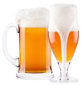 Colección helada cerveza fresca con espuma aislada — Foto de Stock