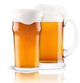 Collection de bière fraîche givré avec mousse isolé — Photo