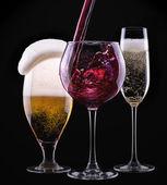Alcool beve insieme isolato su un nero — Foto Stock