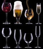 Alcool boit ensemble isolé sur un fond noir — Photo