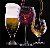 Alkohol trinkt satz isoliert auf einem schwarz — Stockfoto