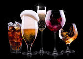 Set with different drinks on black background — Stockfoto