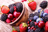 Tasty summer fruits on a wooden table — Stockfoto