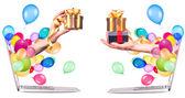 Ruka s dárky a laptop — Stock fotografie