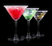 Alcool cocktail fixé sur un fond noir — Photo