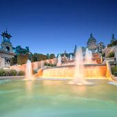 Noční pohled na magické fontány v barceloně — Stock fotografie