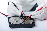 Technician and hard disk — 图库照片
