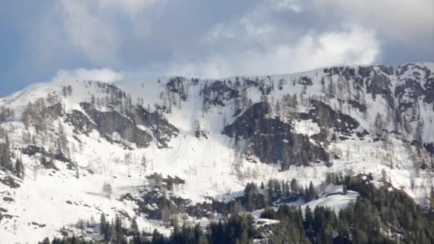Embuer vidéo montagne enneigée — Vidéo