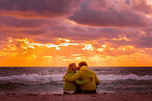 Couple Man and Woman in Love kissing and hugging on Beach seaside with Beautiful Sunset sky scenery People Romantic relationship concept — Stock Photo