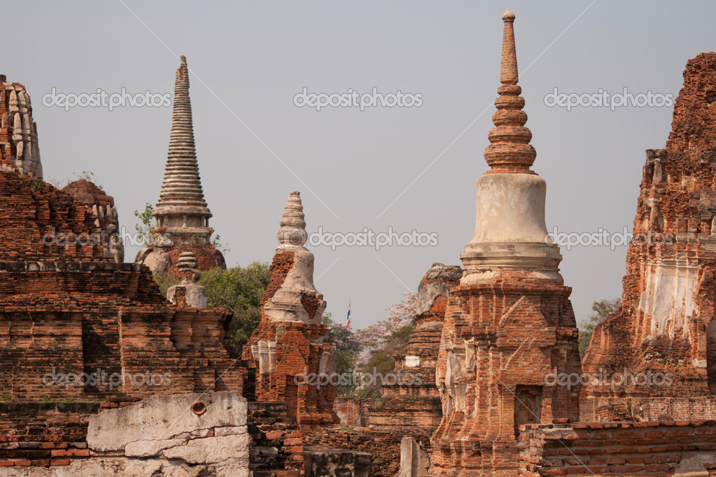 The ruins of an ancient Buddhist monastery in Thailand — Stock Photo #14825311