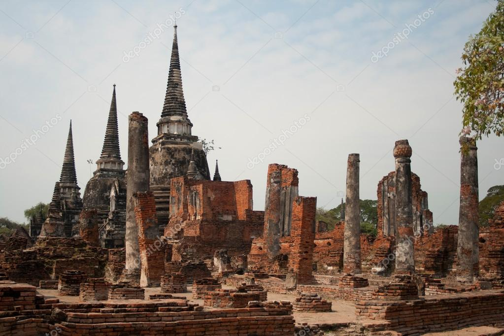 The ruins of an ancient Buddhist monastery in Thailand — Stock Photo #14825317