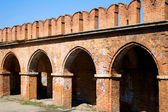The wall of the Tula Kremlin and ancient trading stalls — Stock Photo
