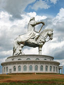 Great monument to Genghis Khan on a pedestal in the steppes of Mongolia — Stock Photo