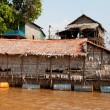 Bamboo floating house in a village near Siem Reap — Stock Photo
